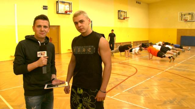 Kris z ekipą Eska TV wybrał się do Wieliczki, żeby w tamtejszym I LO im. Jana Matejki zapytać czego słuchają jego uczniowie