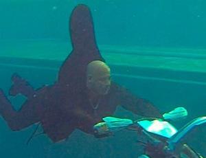 Vin Diesel szaleje na motorze... POD WODĄ!