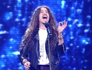 Michał Szpak śpiewa utwory O.N.A. z zespołem Kombii